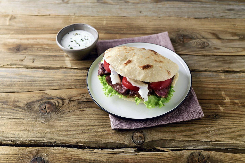 Grill-Kotelett Pita Mit Rib-eye-Steak und Gemuese