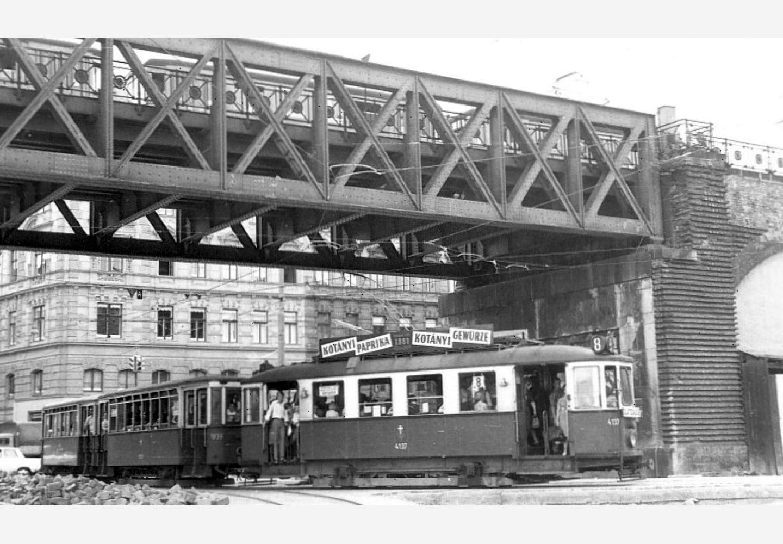 Wiedeński tramwaj z reklamą Kotányi z 1957 r.